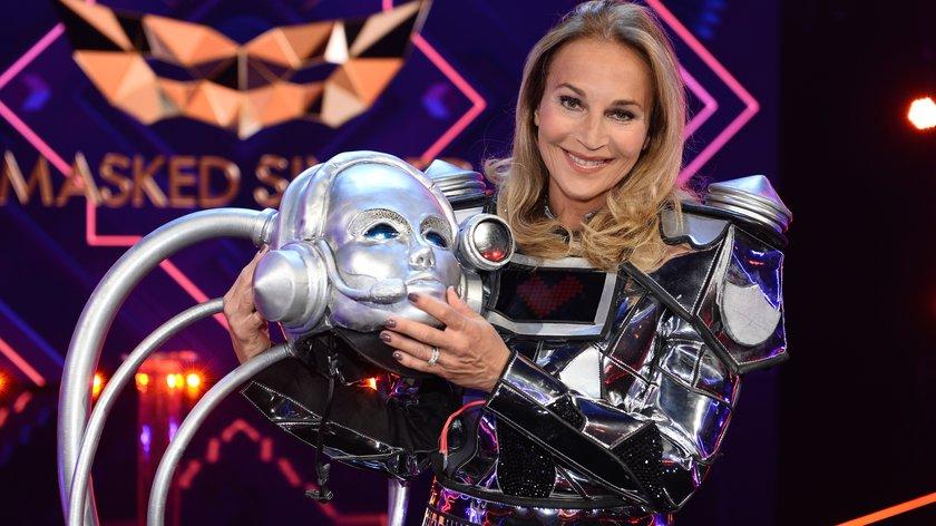 """The Masked Singer"" Roboter enthüllt: Es ist Moderatorin Caroline Beil"