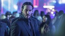 """Keanu Reeves strahlt: Erste Bilder zu """"John Wick 4"""" zeugen von Drehbeginn in Deutschland"""