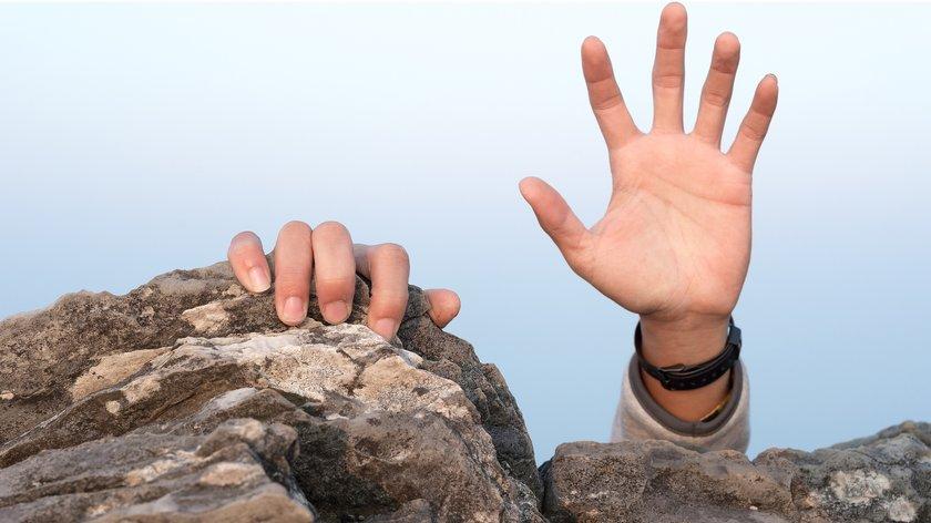 Cliffhanger: Bedeutung, Erklärung und Beispiele