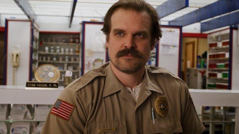 "Neuer ""Stranger Things""-Trailer beweist: Hopper lebt in Staffel 4"