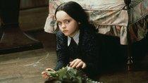 """Neuer morbider Netflix-Spaß: Tim Burton holt die Addams Family in """"Wednesday"""" mit einem Twist zurück"""