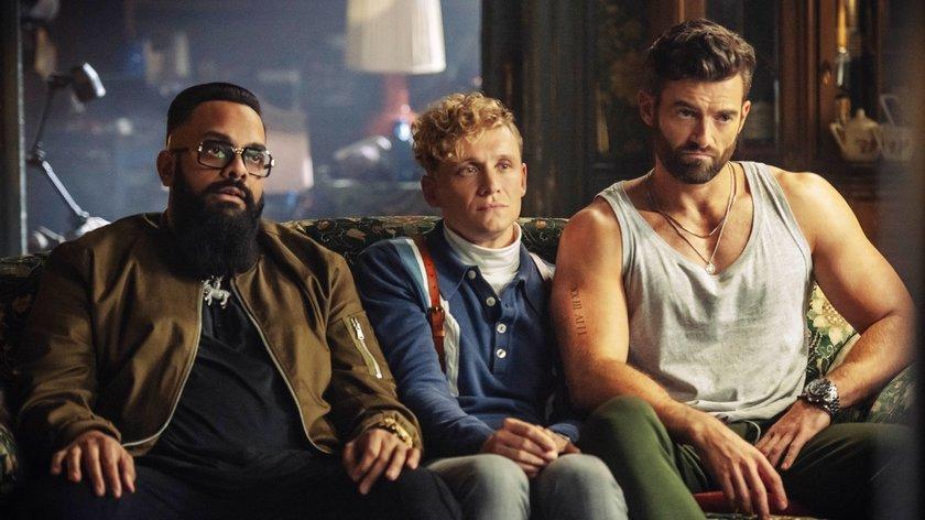 """Matthias Schweighöfer knackt Tresore im Netflix-Trailer zum """"Army of the Dead""""-Prequel"""