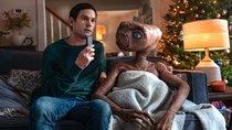 E.T. feiert für Weihnachtswerbung sein Comeback auf der Erde